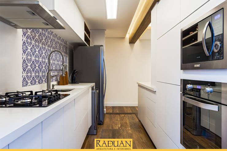 Cozinha: Cozinhas  por Raduan Arquitetura e Interiores