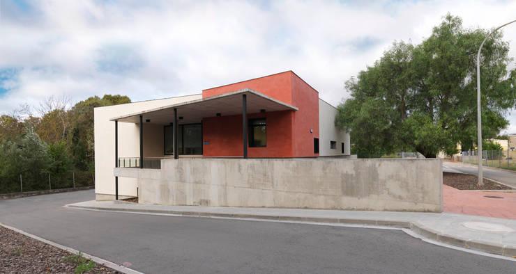 Casas de estilo  por Irabé Projectes