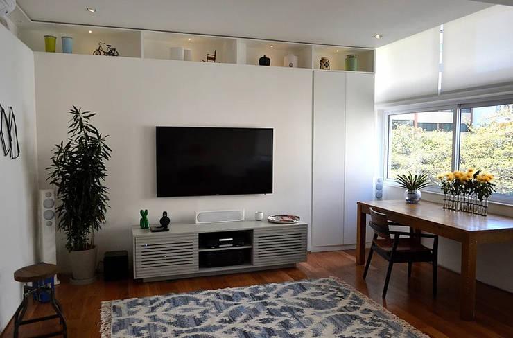 Apartamento Ipanema: Salas de estar  por Espaço Tania Chueke