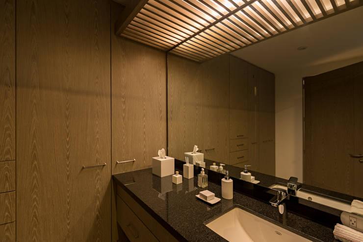 casa del parque /NUEVE CERO UNO/: Baños de estilo  por espacio   NUEVE CERO UNO