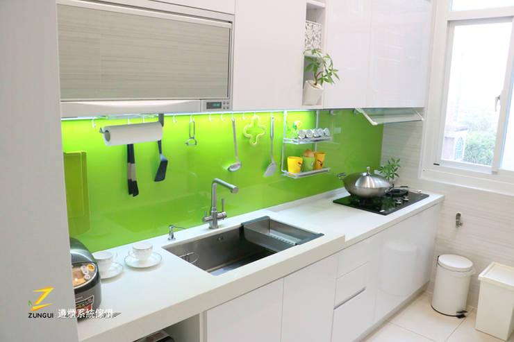 Кухни в . Автор – 遵櫃系統傢俱
