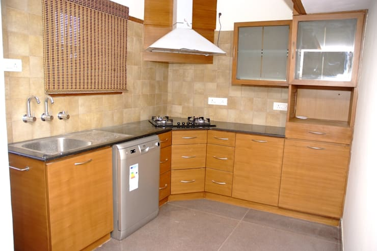 L Shaped Modular Kitchen Designs:  Kitchen by Scale Inch Pvt. Ltd.