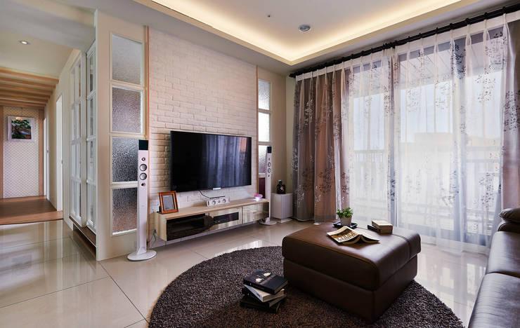 غرفة المعيشة تنفيذ 舍子美學設計有限公司