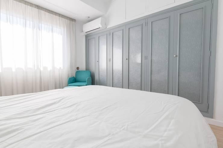 Dormitorios de estilo  por eM diseño de interiores
