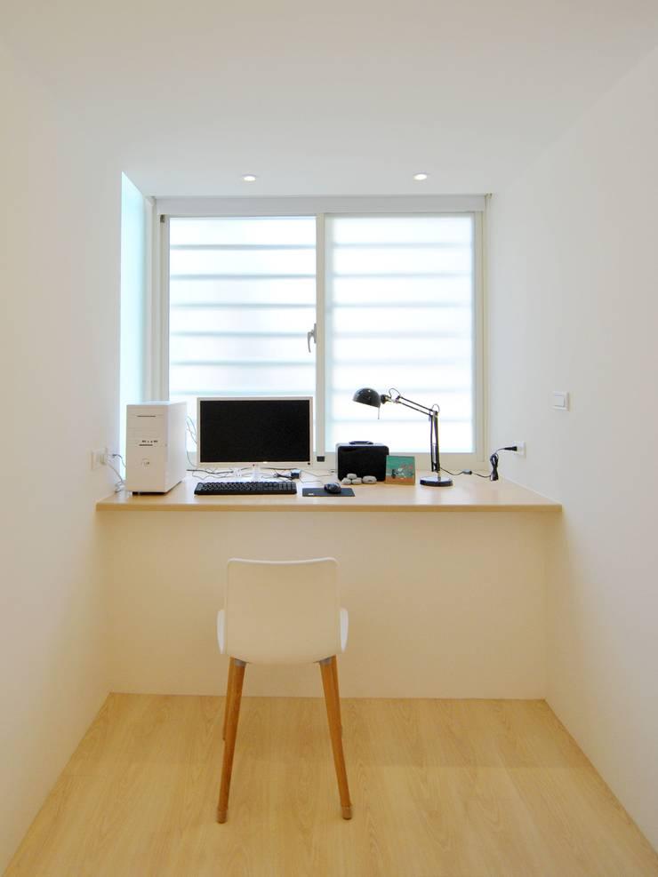 Estudios y despachos de estilo  de 釩星空間設計