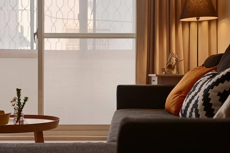 誰偷了下午的時光:  客廳 by 釩星空間設計