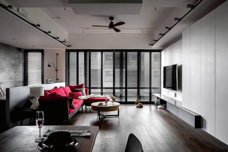 個性mix色感宅:  客廳 by 釩星空間設計