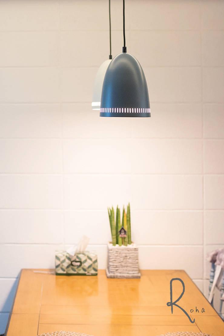 ห้องทานข้าว โดย 로하디자인, คันทรี่ อิฐหรือดินเผา