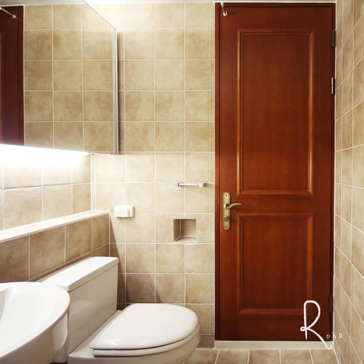거실 욕실: 로하디자인의  욕실