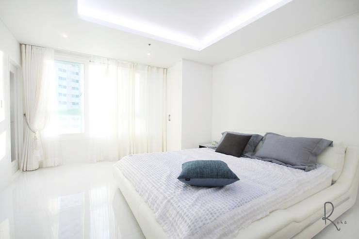 Mediterranean style bedroom by 로하디자인 Mediterranean