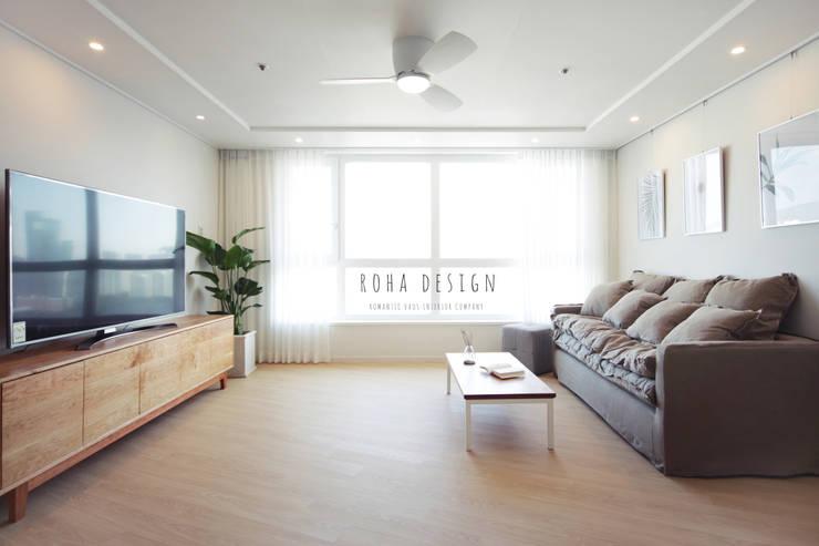 컨트리 빈티지의 32평 신혼집 인테리어: 로하디자인의  거실,
