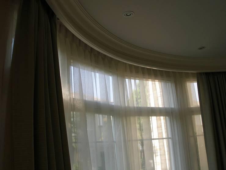 ม่านจีบดัดโค้ง สองชั้น:  หน้าต่างและประตู by C&M