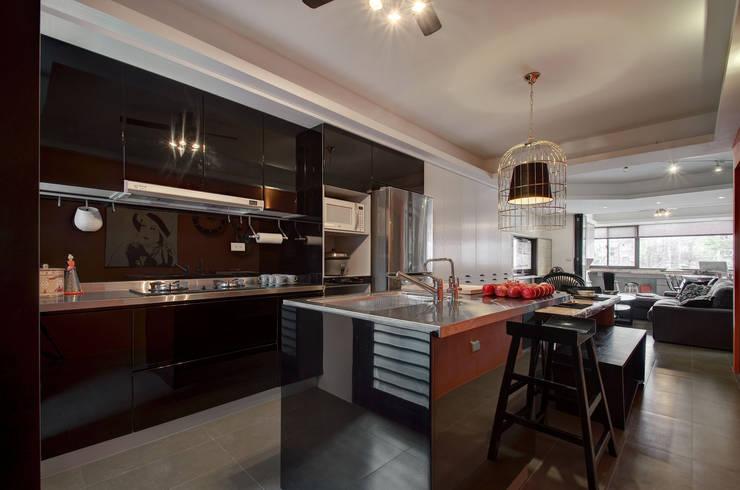 復古遇見色:  廚房 by 思為設計 SW Design