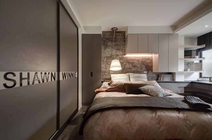 復古遇見色:  臥室 by 思為設計 SW Design