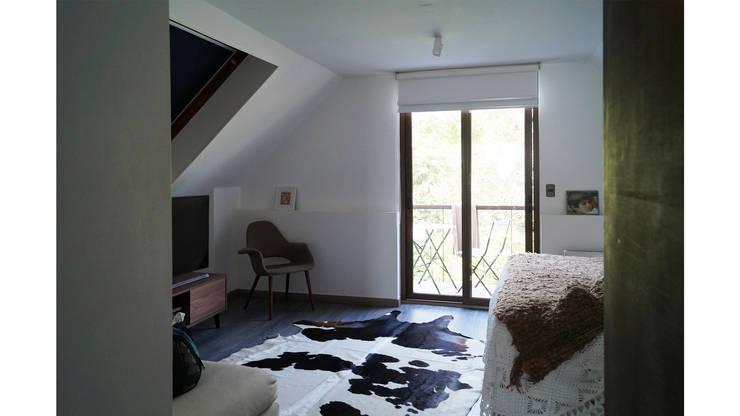 CASA CU: Dormitorios de estilo  por NEF Arq.