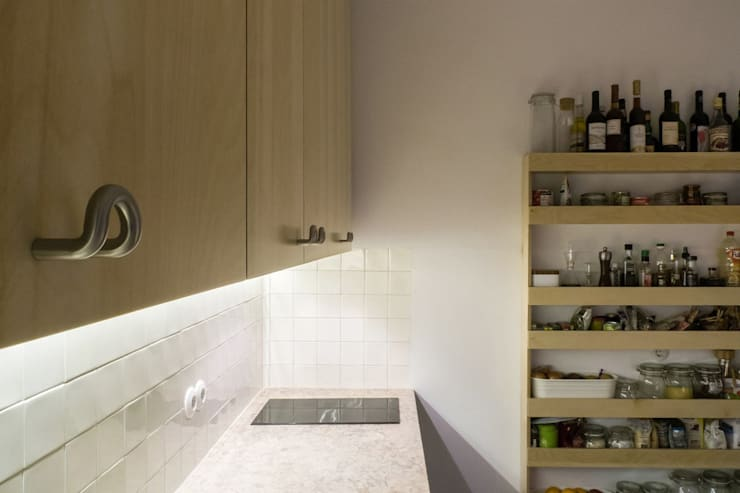 Apartamento Bica: Cozinhas modernas por Miguel Marcelino, Arq. Lda.