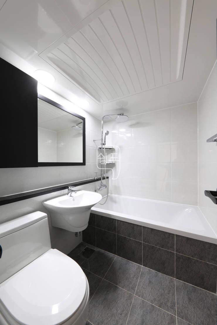 욕실: 쉼표디자인SHUIMPYO DESIGN의  욕실