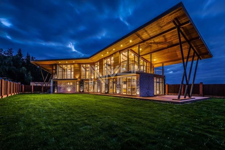 Дом из натуральных материалов в стиле хай-тек: Дома в . Автор – New Moscow House