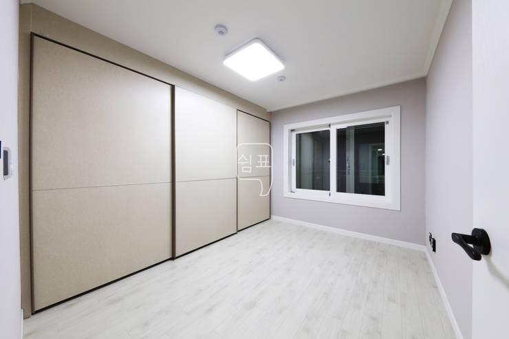 안방: 쉼표디자인SHUIMPYO DESIGN의  침실