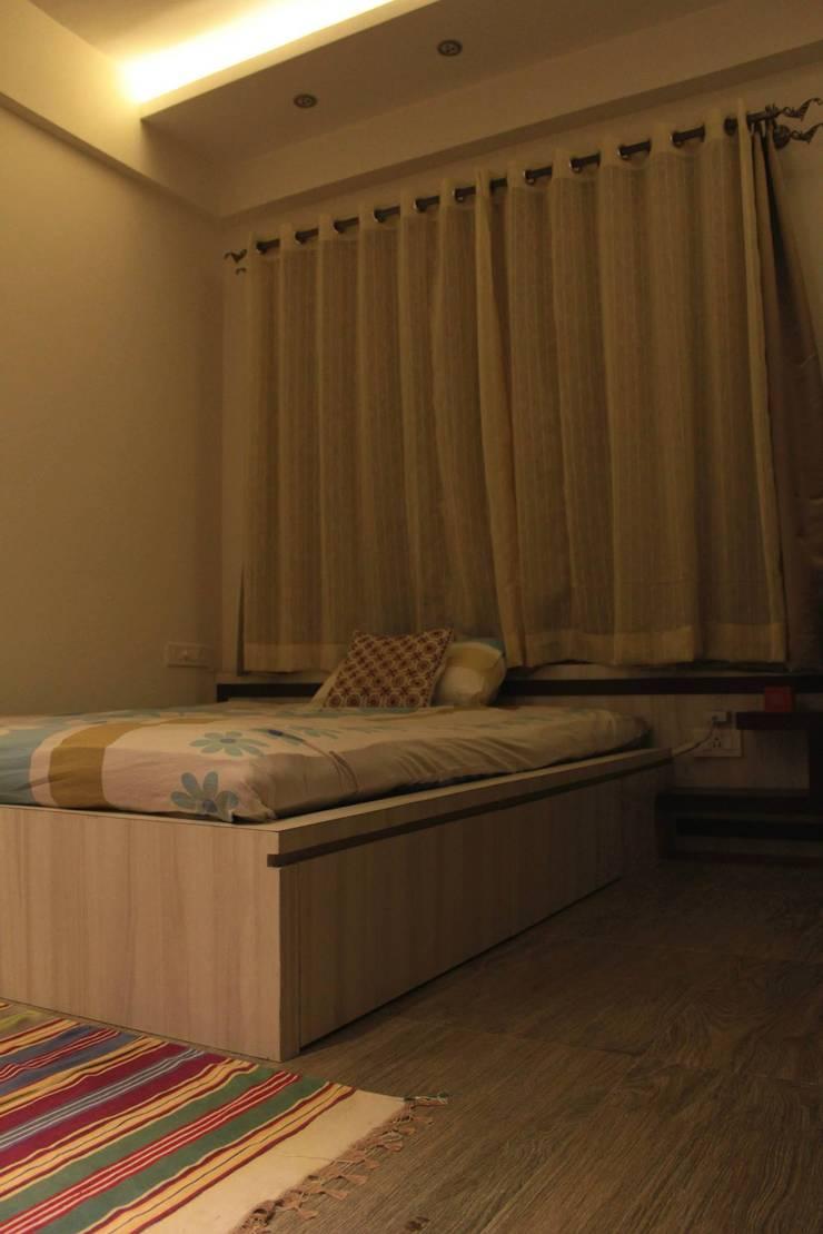 Children's Bedroom:  Bedroom by Soul Ziv Architecture