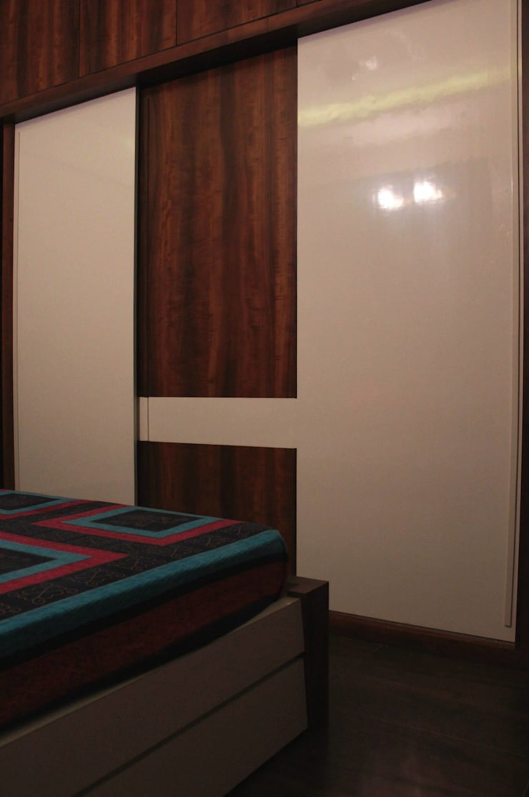Bedroom 2 - Wardrobe:  Bedroom by Soul Ziv Architecture