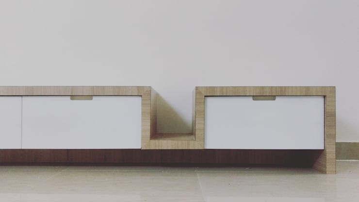 AV House Interior—Mahaveer Laural Apartment:  Bedroom by Soul Ziv Architecture,Modern