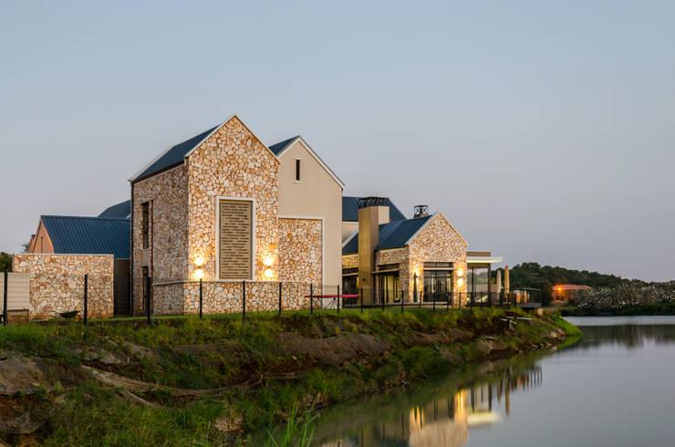 Modern Farmhouse - Silverlakes Nature Reserve:  Houses by Karel Keuler Architects