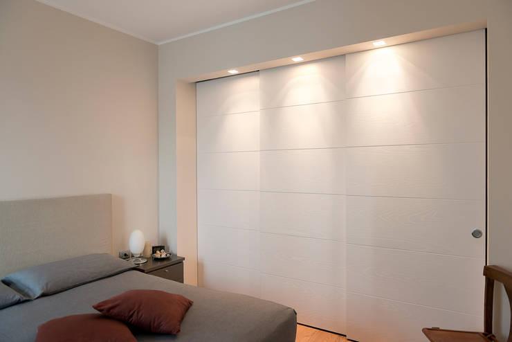 Dormitorios de estilo  de tIPS ARCHITECTS