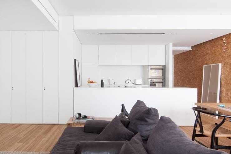 Nhà bếp by Didonè Comacchio Architects