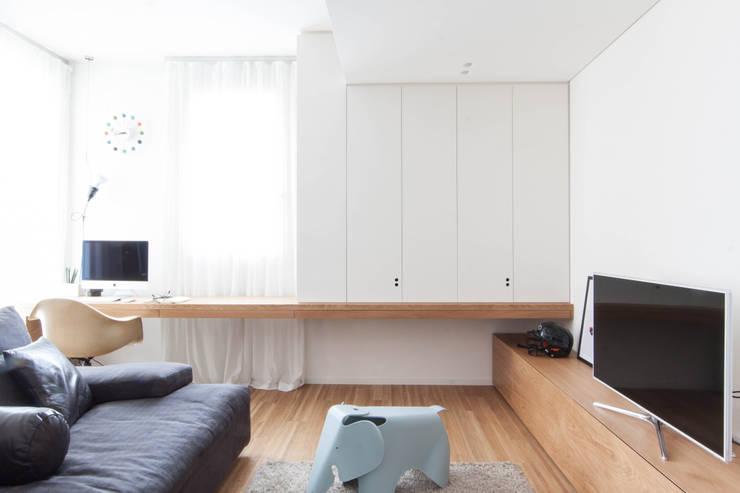 Estudios y oficinas de estilo minimalista por Didonè Comacchio Architects