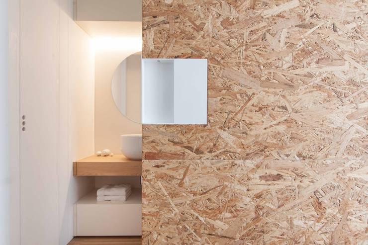 Phòng tắm by Didonè Comacchio Architects