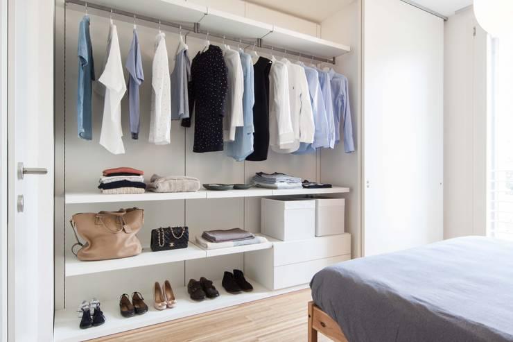 Recámaras de estilo minimalista por Didonè Comacchio Architects