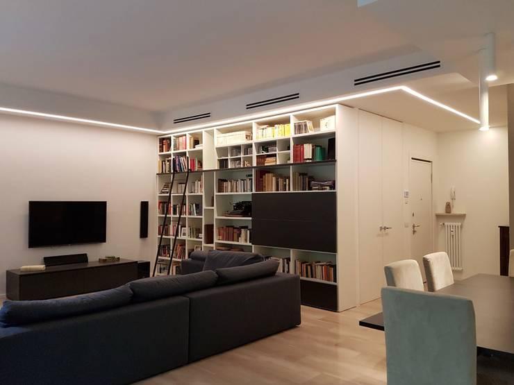 Casa Ellecì: Soggiorno in stile in stile Moderno di SuMisura