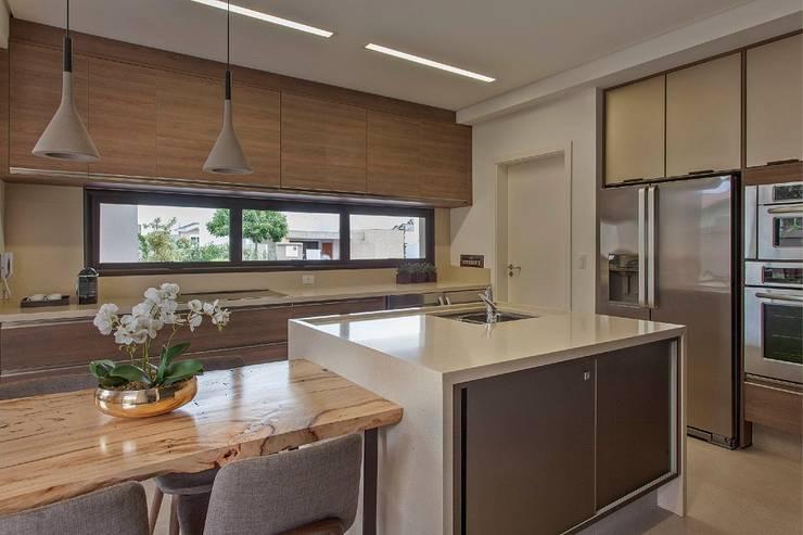 Kitchen by Del Nero Da Fonte Arquitetura