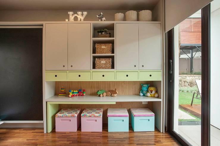 Cuartos infantiles de estilo moderno por Del Nero Da Fonte Arquitetura