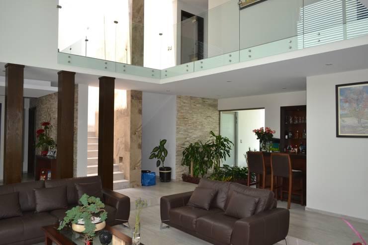 Salas / recibidores de estilo moderno por ANTARA DISEÑO Y CONSTRUCCIÓN SA DE CV