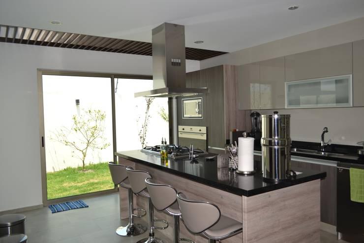 Cocinas de estilo  por ANTARA DISEÑO Y CONSTRUCCIÓN SA DE CV