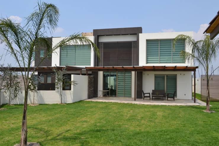 Casas de estilo  por ANTARA DISEÑO Y CONSTRUCCIÓN SA DE CV