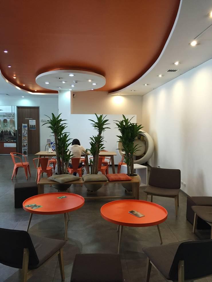 Diseño espacio Hall recepción Goethe Institut Bogota:  de estilo industrial por Kollektiv Ideas S.A.S., Industrial