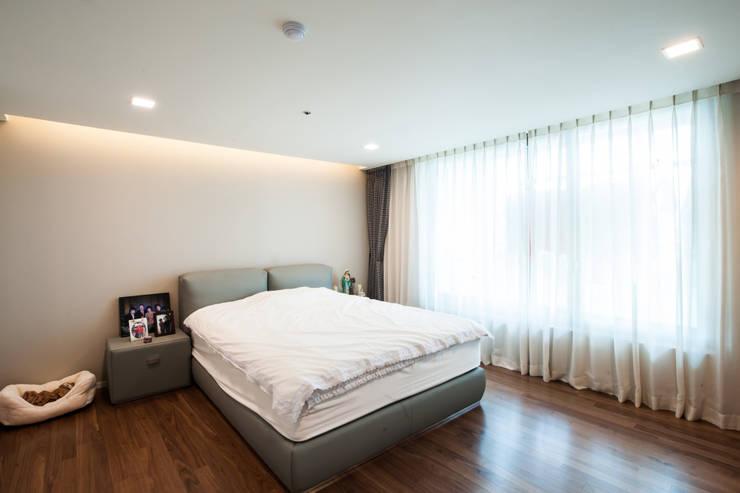 마스터 침실: 영보디자인  YOUNGBO DESIGN의  침실