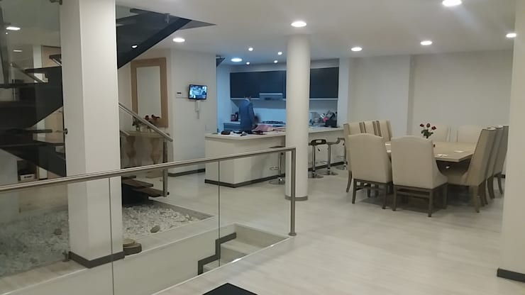 Cucina in stile  di Construcciones Cubicar S.A.S,