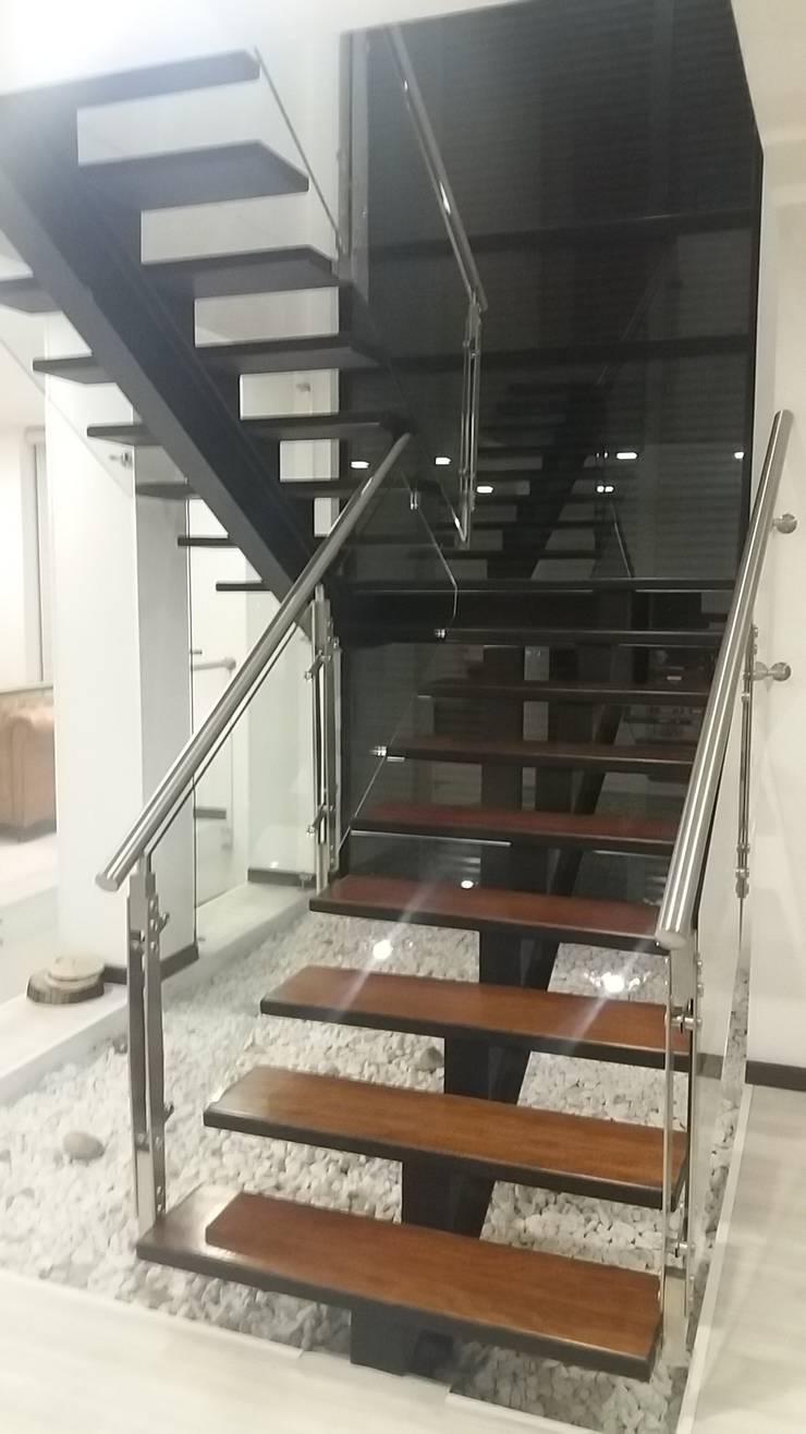 Ingresso & Corridoio in stile  di Construcciones Cubicar S.A.S,