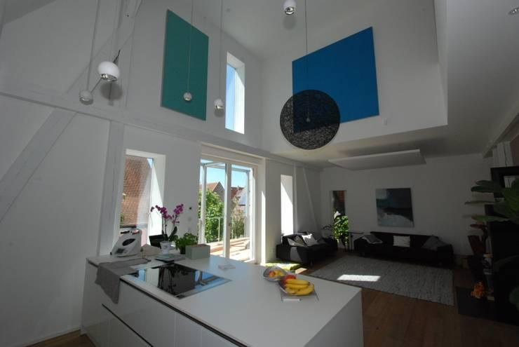 Akustikbilder und Wandabsorber in allen Farben: moderne Küche von freiraum Akustik - Raumakustik verbessern mit Stil.