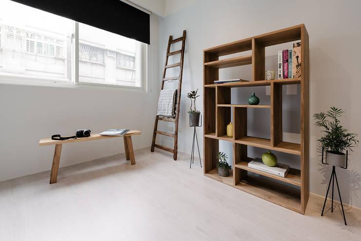 三重王宅:  書房/辦公室 by 隹設計 ZHUI Design Studio