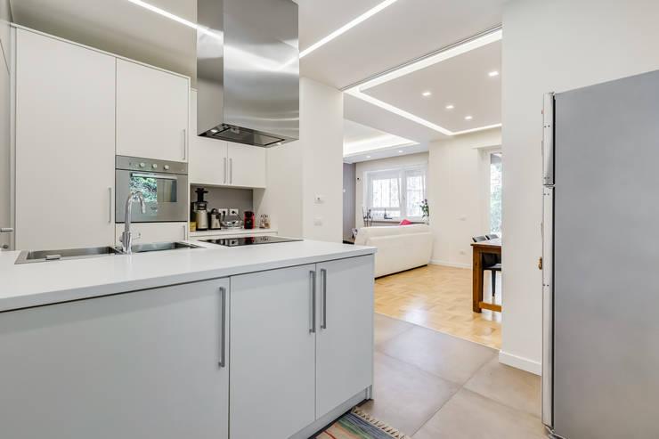 Farnesina | minimal design: Cucina in stile in stile Minimalista di EF_Archidesign