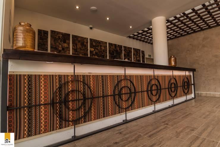 Hôtels de style  par FRANCO CACERES / Arquitectos & Asociados
