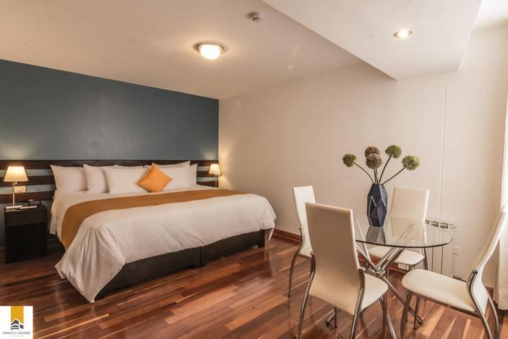 Suite: Hoteles de estilo  por FRANCO CACERES / Arquitectos & Asociados