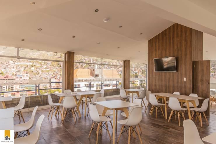 Skyroom: Hoteles de estilo  por FRANCO CACERES / Arquitectos & Asociados
