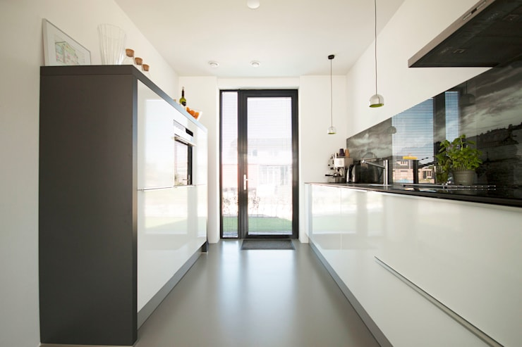 Kitchen by 8A Architecten, Modern Plastic