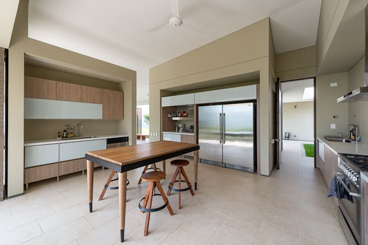 Kitchen by toroposada arquitectos sas